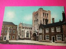 VINTAGE POSTCARD ST JAMES CHURCH BURY ST. EDMUNDS POSTED 1909 & HALFPENNY STAMP